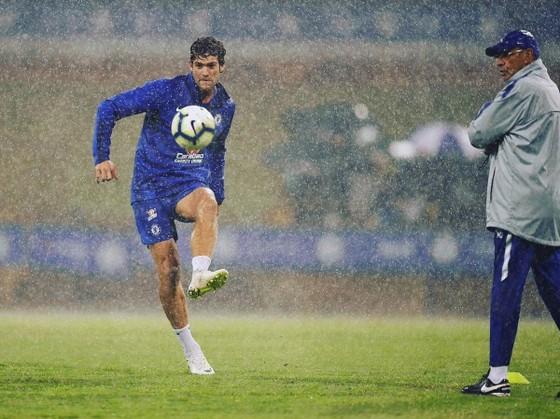 Gianfranco Zola: Sarri cần có thời gian ở Chelsea ảnh 1