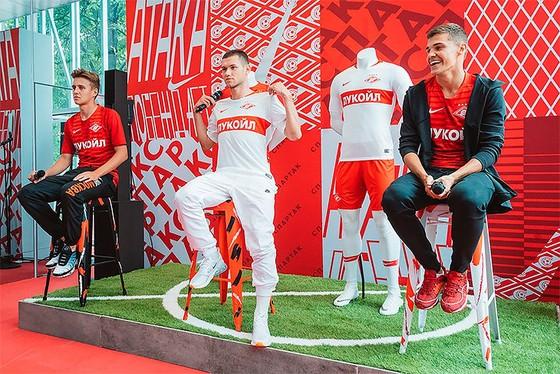 Trang phục mùa giải mới của Spartak Moskva
