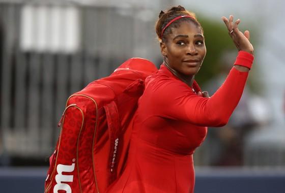 Serena giã biệt giải đấu tại Stanford sau trận thua nặng nề