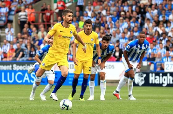 Chelsea thắng trận mở màn: Vũ khúc Hoàng kim ảnh 2