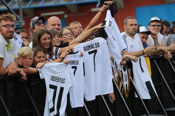 Chọc thủng lưới Juventus, Ronaldo ghi bàn đầu tiên cho… Juventus ảnh 6