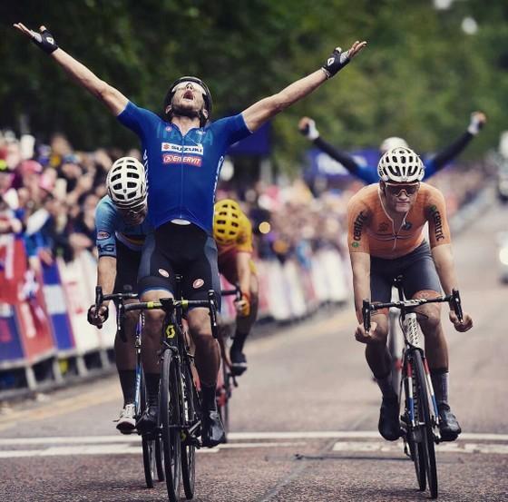 """Xe đạp: Trentin đăng quang ngôi vô địch châu Âu, """"siêu Sagan"""" phải bỏ cuộc ảnh 1"""