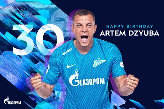 Dzuyba ăn mừng sinh nhật thứ 30 bằng bàn thắng vào lưới Molde