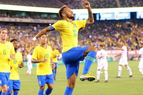 BÊN LỀ: Neymar bị đối thủ và… trọng tài TROLL ngay trên sân ảnh 1