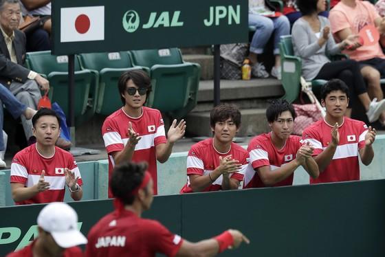 Tuyển Nhật Bản cổ vũ cho nhau