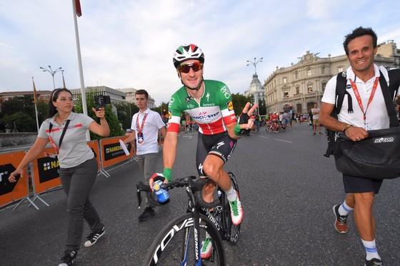 Vuelta a Espana 2018: Simon mang Grand Tour thứ 3 trong năm về nước Anh! ảnh 1