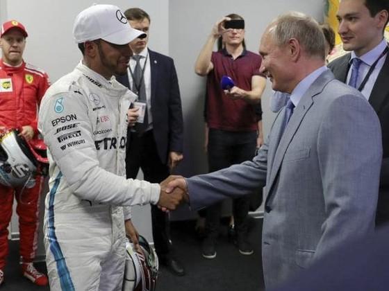 Đua xe F1: Sau ngôi vô địch ở Sochi, Hamilton đề xuất… đảo chiều đường đua ảnh 1