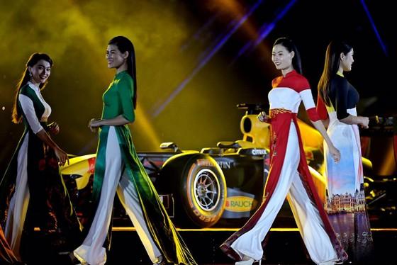 Đua xe F1 đến Việt Nam: Cơ hội gặp Hamilton, Vettel rất gần ảnh 9