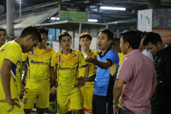 Coach Trung núi gặp khó trước trận chung kết