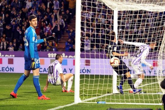 """Chuyện lạ ở La Liga: Guardiola 3 lần bị từ chối bàn thắng, đội của Rô """"béo"""" thua ngược Real ảnh 1"""