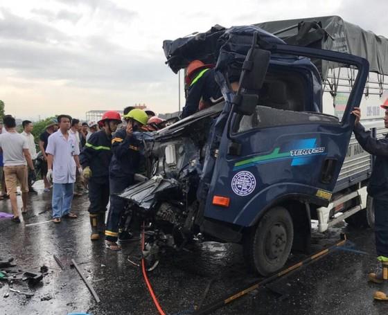3 xe ô tô va chạm nhau, 1 người chết, 2 người bị thương ảnh 1