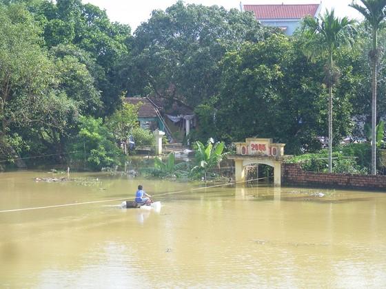 Xóm làng bỗng chốc biến thành sông ảnh 11