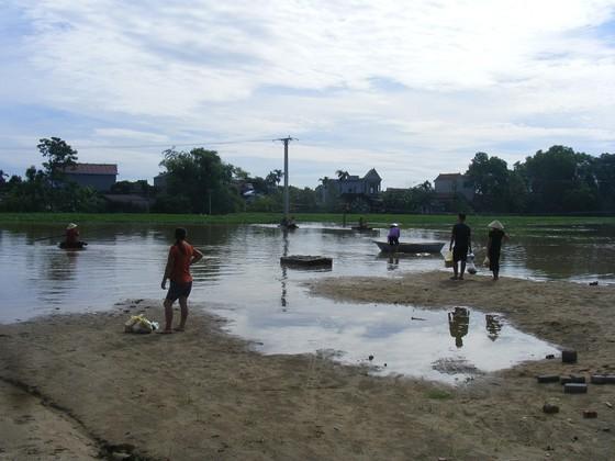 Xóm làng bỗng chốc biến thành sông ảnh 5