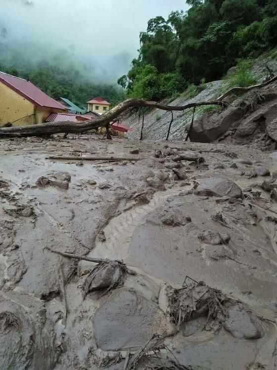 Nỗ lực khắc phục hậu quả mưa lũ ảnh 3