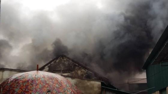 Cháy kho chứa hàng ở chợ lớn nhất Nghệ An ảnh 1