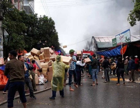 Cháy kho chứa hàng ở chợ lớn nhất Nghệ An ảnh 2