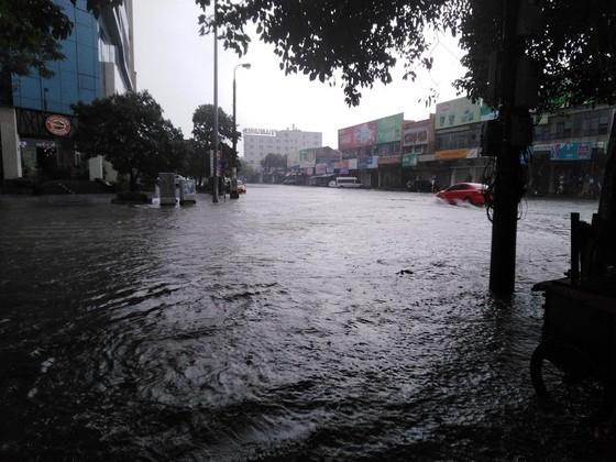 Nhiều nơi tại Nghệ An ngập lụt, có thể lùi thời gian khai giảng năm học ảnh 1