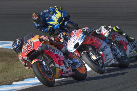Đua xe mô tô - Marquez ngạc nhiên khi Vinales đổi số xe ảnh 1
