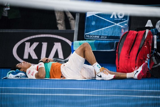 Australian Open 2019: Nishikori bỏ cuộc, Djokovic nhẹ nhàng vào bán kết ảnh 1
