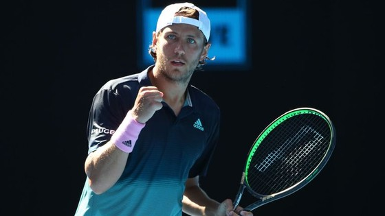 Australian Open 2019: Nishikori bỏ cuộc, Djokovic nhẹ nhàng vào bán kết ảnh 2