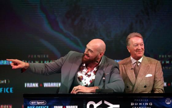 """Quyền Anh: """"Xuống giá"""", AJ cơ bắp năn nỉ cả Fury giận dữ ảnh 1"""