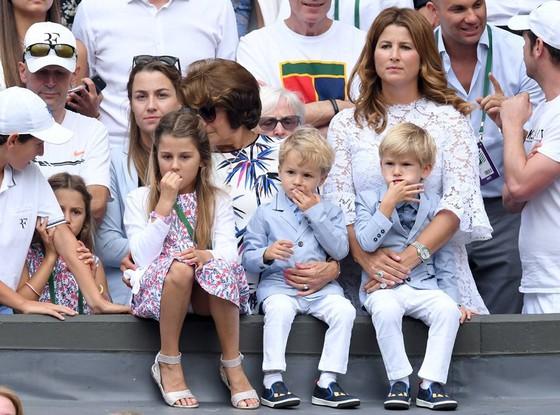 Gia đình nhỏ của Federer, Mikra đứng cao nhất bên phải