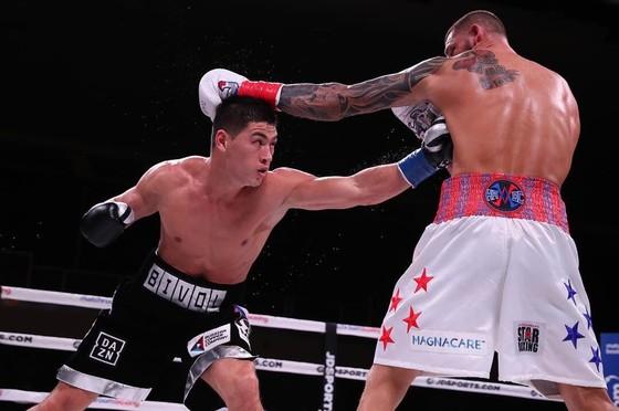 Quyền Anh: Đánh bại võ sĩ Mỹ ngay trên đất Mỹ, quyền thủ Nga bảo vệ đai bán nặng WBA ảnh 1