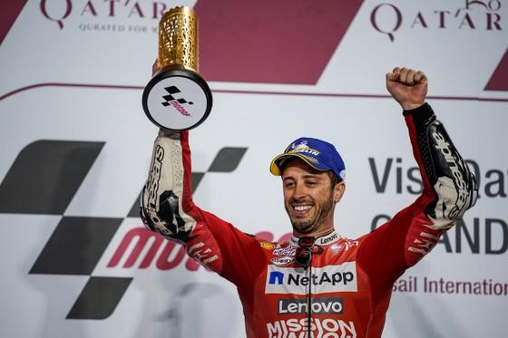 Đua xe mô tô: So kè từng mét đường, khúc cua, Dovizioso hạ Marquez, lên ngôi Vua ở Qatar ảnh 2
