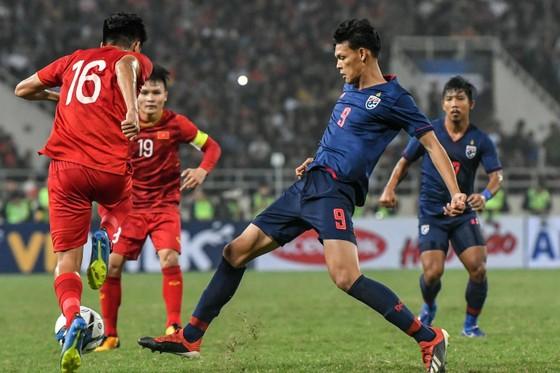 """Cùng thua 0-4: """"Messi Thái"""" được Uruguay khen, """"bại tướng"""" của Đình Trọng đối diện án phạt ảnh 2"""