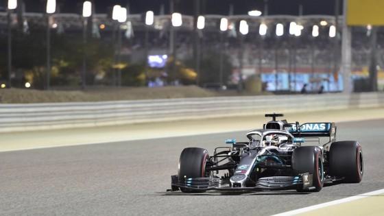 Đua xe F1: Màn lật đổ ngoạn mục của Mercedes ở Bahrain ảnh 1