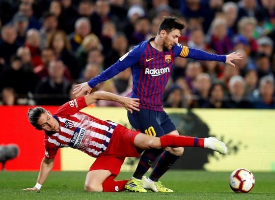 Bị đuổi vì… xúc phạm mẹ trọng tài, Costa khóc trong phòng thay đồ, HLV Simeone vẫn bất mãn ảnh 2