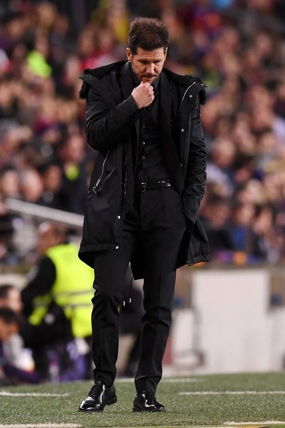 Bị đuổi vì… xúc phạm mẹ trọng tài, Costa khóc trong phòng thay đồ, HLV Simeone vẫn bất mãn ảnh 3