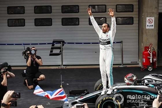 Đua xe F1: Hamilton giành chiến thắng thứ 75 ở chặng đua thứ 1.000 ảnh 3