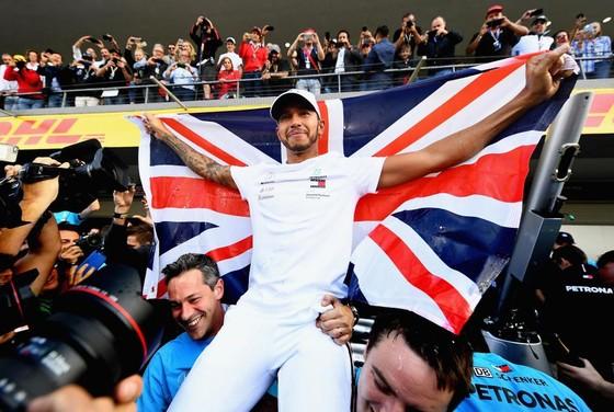 Đua xe F1: Hamilton giành chiến thắng thứ 75 ở chặng đua thứ 1.000 ảnh 2