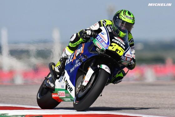 Đua xe mô tô: Marquez đo đường, Honda đại bại, Rins giành chiến thắng đầu tay ảnh 1
