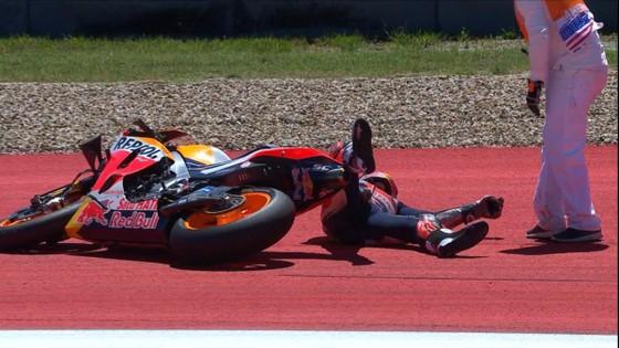 Đua xe mô tô: Marquez đo đường, Honda đại bại, Rins giành chiến thắng đầu tay ảnh 2