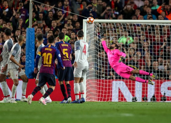 """Thế giới trong cơn cuồng Lionel Messi - Balotelli: """"Xin đừng so sánh Messi với số 7 của… Juventus"""" ảnh 4"""