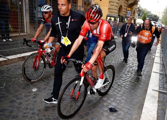 Giro d'Italia: Carapaz thắng chặng 4, Roglic gia tăng cách biệt, Dumoulin vỡ mộng Áo hồng ảnh 1