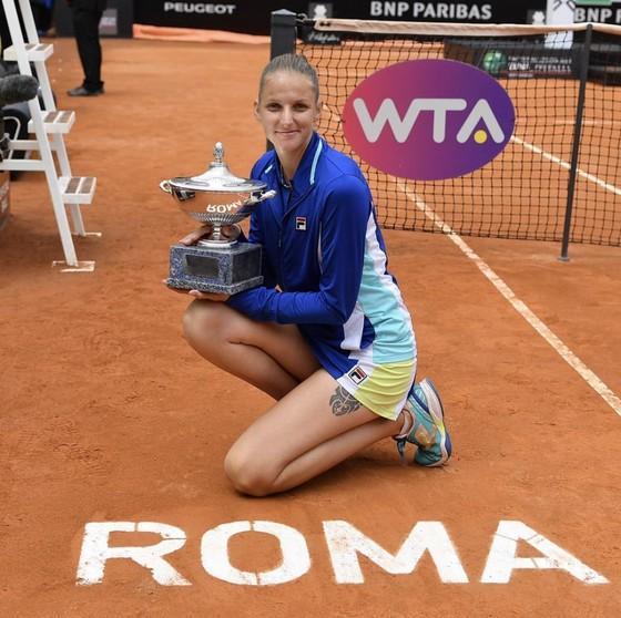 WTA Tour: Nữ hoàng cô đơn, 3 nữ cường nhân và 17 sứ quân ảnh 2