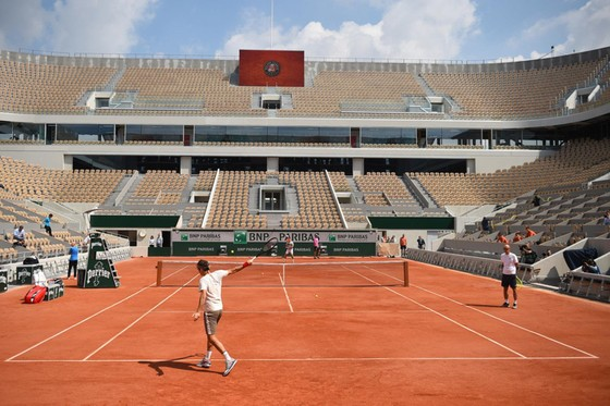 Roger Federer: Xúc động quay trở lại Roland Garros lần đầu tiên sau 4 năm ảnh 4