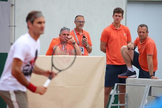 Roger Federer: Xúc động quay trở lại Roland Garros lần đầu tiên sau 4 năm ảnh 8