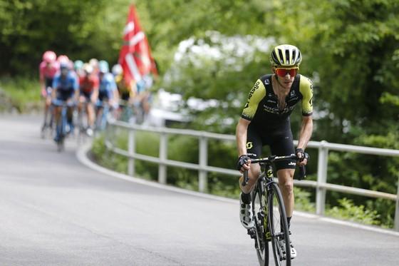 Giro d'Italia: Simon và Nibali tiếp tục tấn công, Carapaz nới rộng khoảng cách với Roglic ảnh 1