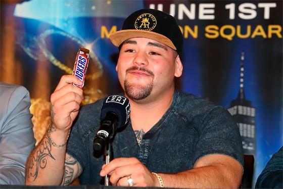 """Quyền Anh: Truyền kỳ về """"Gã mập ù"""" Ruiz - 12 tuổi, đánh bại người trưởng thành, 19 tuổi, nặng 135 kg ảnh 8"""