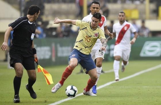Copa America: Falcao chịu áp lực từ chính người đồng đội Zapata ảnh 1
