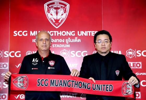 HLV Alexandre Gama ra mắt ở Muangthong