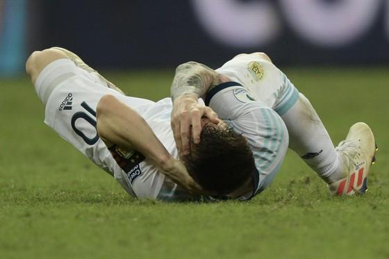 Argentina - Colombia 0-2: Cơn ác mộng của Messi lại bắt đầu ảnh 1