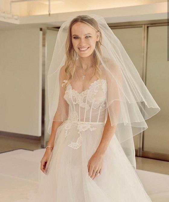 """""""Mỹ nhân"""" Đan Mạch Caroline Wozniacki: Diện váy cưới tuyệt đẹp để lên xe hoa ảnh 3"""