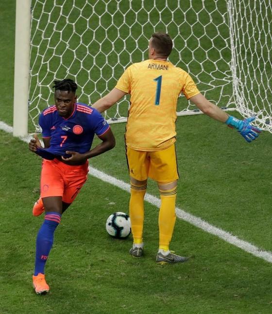 Argentina - Colombia 0-2: Cơn ác mộng của Messi lại bắt đầu ảnh 4