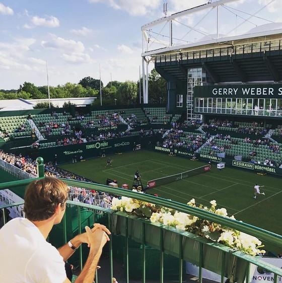 """Halle Open: Federer sẽ xuất trận với túi vợt Wilson """"Cúp vàng Wimbledon"""" ảnh 3"""