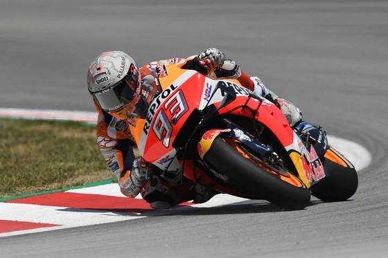 """Đua xe mô tô: Marquez thắng """"cú poker"""", em trai cũng đăng quang ở Catalunya ảnh 4"""